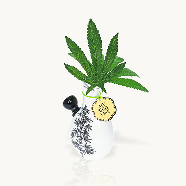 Petite white ceramic bubbler featuring herbal print and heart-shaped mouthpiece.
